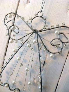 Making magic little Christmas angels - Over 20 DIY craft ideas - Geschenke - craft Wire Hanger Crafts, Wire Hangers, Wire Crafts, Christmas Projects, Holiday Crafts, Christmas Crafts, Christmas Decorations, Christmas Ornaments, Christmas Ideas