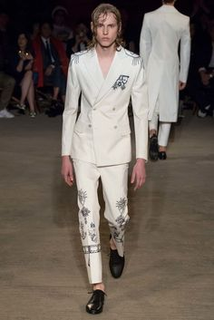 See the complete Alexander McQueen Spring 2016 Menswear collection.
