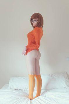 Character: Velma Dinkley / From: Hanna-Barbera's 'Scooby Doo' Cartoon / Cosplayer: Kayla Erin (aka KaylaErinOfficial) / Photo: Beethy photography (2017)
