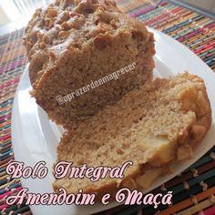 Ingredientes:    2 maçãs picadas com casca  1 xícara de amendoim torrado, picado, sem sal e sem pele  1/2 xícara de óleo de girass...