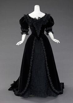 Traje de baile, La Religieuse, París (c. The Metropolitan Museum of Art, 1900s Fashion, Edwardian Fashion, Vintage Fashion, Edwardian Era, Steampunk Fashion, Gothic Fashion, Old Dresses, Pretty Dresses, Beautiful Dresses
