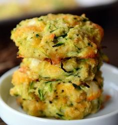 Healthy Baked Cheesy Zucchini Bites {i. Fritters} Simple and delicious, these baked cheesy zucchini bites are so easy to make and are a healthier alternative to a classic fried zucchini fritter! Baked Zucchini Fritters, Zucchini Bites, Healthy Zucchini, Shredded Zucchini Recipes, Cheesy Zucchini Bake, Best Zucchini Recipes, Low Carb Zuchinni Bread, Zucchini Patties, Veggie Fritters