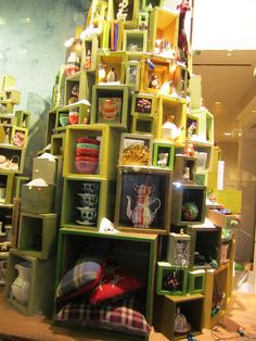 christmas tree windows : anthropologie window display