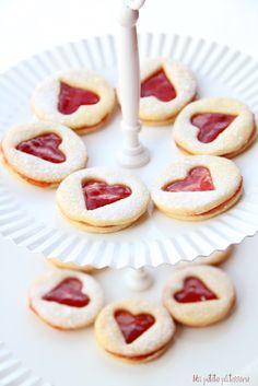 Sólo quedan dos días para San Valentin y que mejor manera de celebrarlo que con estas galletas para desayunar. Es una receta muy famosa, ...