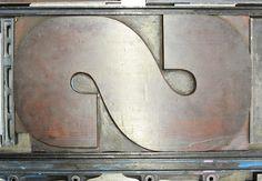 Das Museum für Druckkunst Leipzig verfügt über eine große Holzbuchstaben-Sammlung. Hier zu sehen eine 50 cm hohes Versal-S #letterpress # Buchdruck /// Foto: Museum für Druckkunst Leipzig