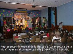 Representación teatral de la fiesta de 'La aventura de la vida', ayer en el colegio La Salle