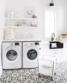 I don't think we've ever seen a laundry room as pretty as this one. Kind of makes us want to actually do laundry... | Via: @monikahibbs