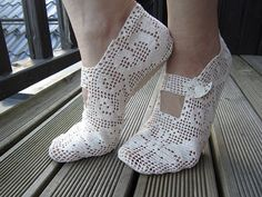 DIY filet crochet lace slippers pattern with link to free diagram