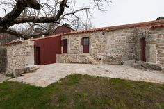 Image 9 of 27 from gallery of Rural Houses Refurbishment in Trebilhadouro / André Tavares. Photograph by Arménio Teixeira