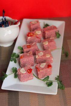 Fermented Chopped Pork Recipe (Nem Chua). More at www.vietnamesefood.com.vn/vietnamese-recipes/easy-vietnamese-recipes/fermented-chopped-pork-recipe-nem-chua.html