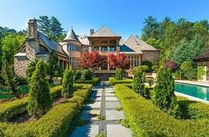 Luxury Portfolio International hosts luxury real estate and luxury homes for many of the world's most powerful independent luxury brokerages. English Manor, English House, English Style, Luxury Mediterranean Homes, Luxury Homes, Barbacoa, Rich People Houses, Modern Contemporary Homes, House Deck