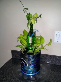 Things to do with Coffee Cans and Wine bottles. Coffee Can Crafts, Wine Bottles, Coffee Cans, Things To Do, Projects To Try, Christmas Decorations, Craft Ideas, Decorating, Canning