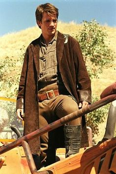 Mal: Browncoat, double hole brown belt; brown shirt; ribbed, black, synthetic boots