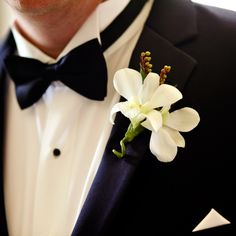White boutonniere // Photos: Red Ribbon Studio //  Centerpieces: Just Bloomed