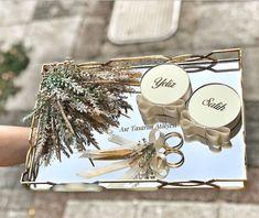 Söz tepsisi – - Es Tutorial and Ideas Ring Holder Wedding, Ring Pillow Wedding, Engagement Ring Platter, Wedding Engagement, Wedding Gift Boxes, Wedding Gifts, Engagement Decorations, Wedding Decorations, Box Design