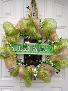 St. Patrick's Day Wreath- excellent DIY blog - must join!