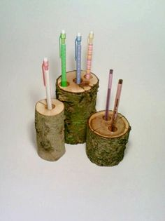 Pen Holder, Rustic Office Decor, Rustic Pencil Holder By DeerwoodCreekGifts from Deerwood Creek Gifts. Tree Crafts, Wood Crafts, Diy Crafts, Diy Wood, Rustic Office Decor, Rustic Decor, Wood Pencil Holder, Norwegian Wood, Diy Casa