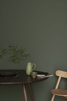 Colour crush: green interior inspiration Is green the new grey of interiors? Find harmony and balance with a collection of green interior inspiration, from forest green walls to mint accessories Bedroom Wall Colors, Room Colors, Colours, Decor Room, Living Room Decor, Home Decor, Green Paint Colors, Green Wall Color, Sweet Home