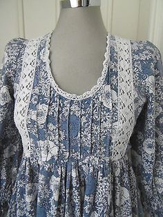 vintage-Laura-Ashley-made-in-Wales-prairie-dress-blue-white-floral-10-vtg14