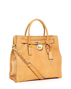 No such thing as too many bags! This Michael kors bag is GREAT!