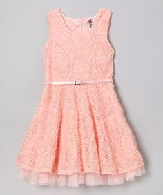 Dress color melon fashion to exit or for pretty parties.