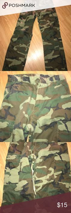 Women's Army Drawstring Leg Pants SM This Zipper is Broken on the pants but they are in great condition‼️ Make a Offer‼️ Pants Track Pants & Joggers