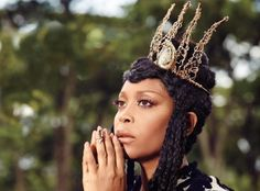 """""""The wise woman knows instinctually that in order to truly realize herself she must be still""""   Erykah Badu"""
