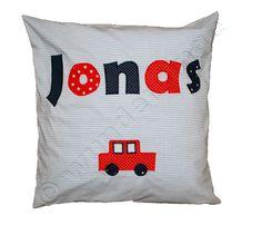Klassische Jungsfarben für Jonas und das Auto darf natürlich auch nicht fehlen ;-) #Kinderzimmer #Ordnung #Geschenk #Geburt #Taufe #Wanddekoration #Kinderzimmerdeko #garderobe