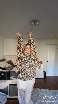 "she really said ""🐆"" – funny memes Dance Choreography Videos, Dance Videos, Funny Vid, Funny Clips, Stupid Funny, Funny Stuff, Beautiful Girl Image, The Most Beautiful Girl, Rare Pictures"