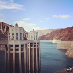 ‪On the backside of the dam, the water reservoir. 🏞‬ ‪📍 Hoover Dam‬ ‪https://youtu.be/NqRmENzq4oc‬  ‪#hooverdam #travel #blogger #influencer #blog #usa‬