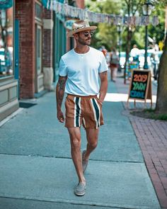 Miami Outfits, Summer Outfits Men, Style Outfits, Stylish Mens Outfits, Men's Beach Outfits, Mode Man, Mode Streetwear, Men Looks, Mens Clothing Styles