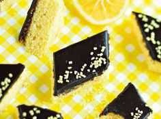 This recipe for lemon-licorice squares has been on my fridge for a few months now. The problem is where to find licorice root powder... Not in our store! (Recipe: http://www.hs.fi/ruoka/Sitruuna+raikastaa+lakritsin+makua/a1358319817910)