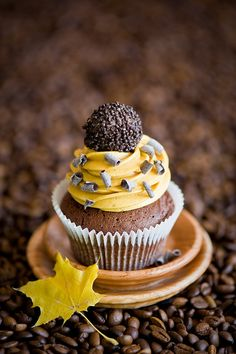 A wonderful photo of a perfect cupcake / via Ana Rosa / from: http://cookingpleasure.livejournal.com/34651.html