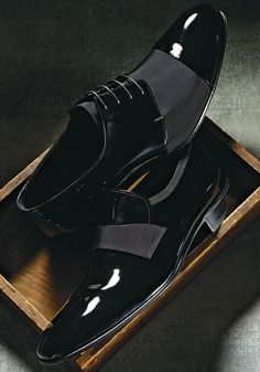 Giorgio Armani patent shoe with grosgrain trim