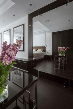 행복한 5월의 일요일 아침입니다^^ 오늘은 아침부터 간만에 럭셔리 아파트 인테리어를 소개해 드립니다 Hola Design이 디자인한 폴란드 바르샤바에 있는 45평 아파트예요 일주일에 몇일은 바르샤바의 이 아파트에서, 주말은 다른 지방에서 보내는 사업가들을 위해 디자인 한 것입니다 힘든 하루를 보내고 편히 쉴 수 있는 집을 원하는 클라이언트들을 위한 인테리어..