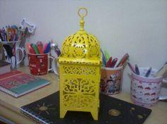 A Regiane que nos acompanha no facebook e twitter a um certo tempo participou e ganhou esta linda lanterna amarela e veio para nos mostrar o que ganhou e ela queria muito é só acreditar \o/ \o/ \o/ http://www.colibrivelas.com.br/lanternas-marroquinas/lanterna-553.html