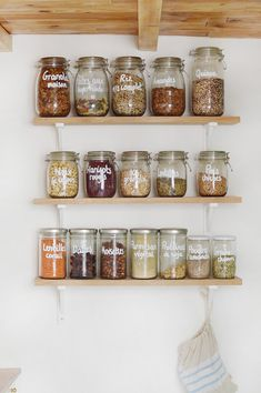 Zoom on my kitchen shelves grouping my jars in bulk: where I found my jars? How do I remove the labels from the jars that I collect? Kitchen Shelves, Kitchen Decor, Kitchen Cabinets, Cuisines Diy, Eating Plans, Wooden Furniture, Interior Design Living Room, Sweet Home, Zoom
