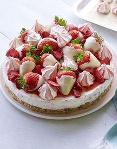 Eton Mess cheesecake with stripey meringues, choc-dipped strawberries and a buttery biscuit base. That's an ace!An Eton Mess cheesecake with stripey meringues, choc-dipped strawberries and a buttery biscuit base. That's an ace! Kinds Of Desserts, Just Desserts, Cheesecake Recipes, Dessert Recipes, Easter Cheesecake, Birthday Cheesecake, Strawberry Cheesecake, Chocolate Cheesecake, Dip Recipes