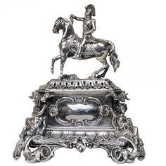 Raríssimo e importante paliteiro de prata francesa representando Pedro I, com as inscrições: A DON