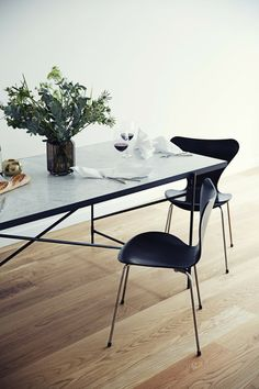 Discover high end dining tables in circle, rectangle and various artistic shapes & modern design. Shop now on Clippings - where leading interior designers buy furniture and lighting! Dining Table Design, Dining Room Table, Danish Furniture, Furniture Design, Tile Top Tables, Esstisch Design, Minimal Decor, Apartment Interior, Scandinavian Interior
