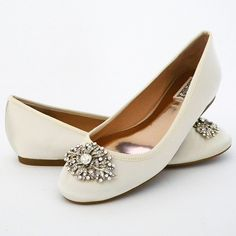 16 Ideas wedding shoes flats sandals ivory for 2019 Best Bridal Shoes, Red Wedding Shoes, Bridal Flats, Wedding Flats, Ivory Wedding, Wedding Ring, Shoes Flats Sandals, Low Heel Shoes, Shoe Boots