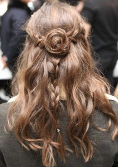 Rodarte Fall 2013 hair 2 New York F/W Pretty ponytails, beautiful braids and awesome updos for new hair inspiration Down Hairstyles, Trendy Hairstyles, Braided Hairstyles, Hair Inspo, Hair Inspiration, Artist Makeup, Runway Hair, Beautiful Braids, Amazing Braids