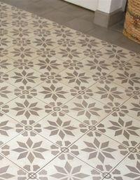 carrelage_ciment_fleur_etoile_grise-z. Vinyl Flooring, Kitchen Flooring, Dalle Adhesive, Beige Carpet, Carpet Tiles, Concrete Floors, Carpet Runner, Bath Remodel, Modern Rustic