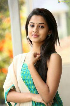 Stills Beautiful Girl Indian, Most Beautiful Indian Actress, Beautiful Girl Image, Beautiful Actresses, Cute Girl Photo, Girl Photo Poses, Beauty Full Girl, Beauty Women, Beautiful Heroine