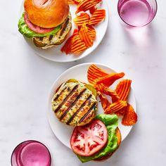 Grilled Turkey-Zucchini Burgers Burger Recipes, Ww Recipes, Chicken Recipes, Healthy Recipes, Burger Ideas, Simple Recipes, Dinner Recipes, Zucchini Burgers, Chicken