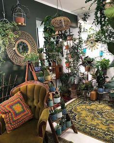 Home Decor Ideas: Rusty and Natural home decor - - Here some cheap home decor ideas to save money while decorating your home with these creative tips. Cheap furniture and discount furniture will help you save tons on wall decor and home decor stores.