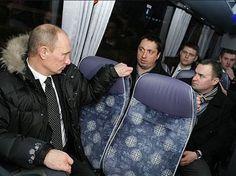 Автобус с российскими футбольными болельщиками отправляется в Лилль на очередной матч.