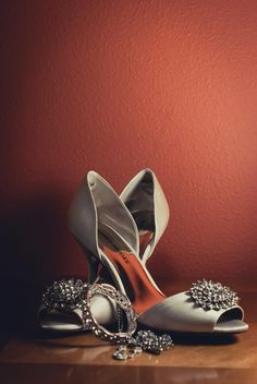 Gorgeous shot of the wedding shoes & jewelry