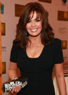 Marie Osmond Plastic Surgery – It Would Have Been Better If She Didn't Do It How Does Marie Osmod Accept Process Of Aging? It seems that Marie Osmond, as many Marie Osmond Hot, Donny Osmond, Marie Osmond Plastic Surgery, Dresses For Apple Shape, The Osmonds, Mature Fashion, Raquel Welch, Celebs, Celebrities