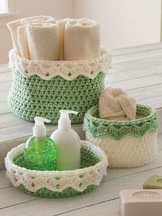 Crochet Home Decor - These baskets can be used to create handy storage units, decorations or thoughtful gifts. The 14 different shaped baskets are made using a Dk-, medium- (holding 2 strands together) and Super Bulky-weight yarns. Crochet Bowl, Crochet Basket Pattern, Love Crochet, Crochet Gifts, Diy Crochet, Crochet Baskets, Crochet Flowers, Crochet Storage, Crochet Motifs
